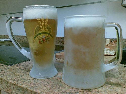 Marianorr y amigos todos-http://cervezafresca.com/wp-content/uploads/2008/08/jarras-de-cervezas.jpg