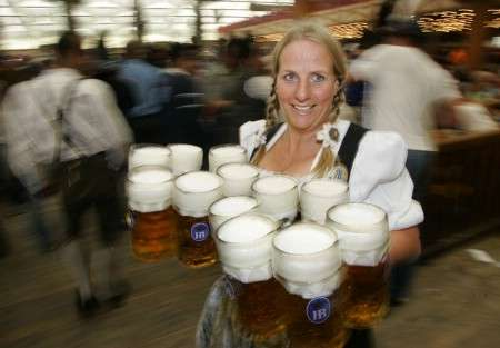 sirviendo cerveza